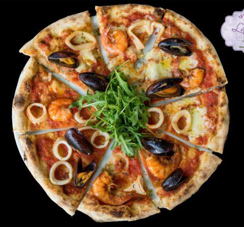 Tenger gyümölcsei pizza